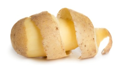 Photo of تعرفي على فوائد قشر البطاطس الصحية والجمالية