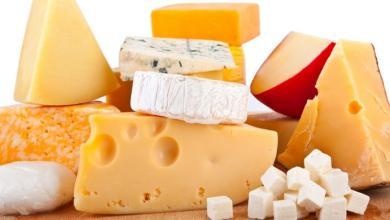 Photo of تناول الجبن الرومي : لماذا يعد الجبن الرومي مفيدًا ومضرًا ؟