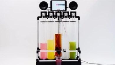 "Photo of بالفيديو: هذه الآلة تمنحك القدرة على تذوق ""عصير"" أغنيتك المفضلة"