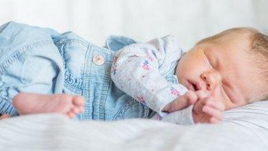 Photo of نصائح صحية لتدريب الطفل الرضيع على النوم ليلاً ولفترات أطول