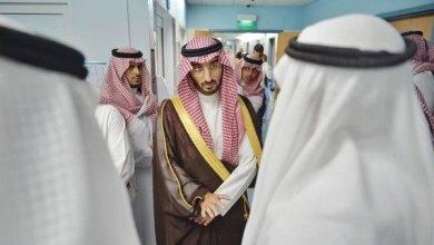 Photo of نائب أمير مكة يزور الشاعر إبراهيم خفاجي في المستشفى للاطمئنان عليه