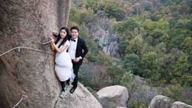 Photo of عروسان يخاطران بحياتهما لالتقاط صور زفافهما