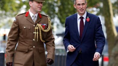"""Photo of استبدال وزير الدفاع البريطاني بعد فضيحة """"تحرش"""""""