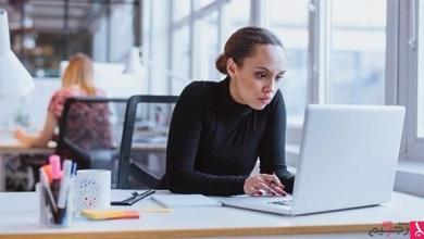 Photo of كيف يدمر الجلوس الطويل في مكتب العمل صحتك؟