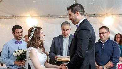 Photo of بالفيديو: يعرض عليها الزواج.. والزفاف بعد ساعتين فقط