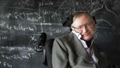Photo of فيديو| قصة حياة عالم الفيزياء الراحل «ستيفن هوكينغ»