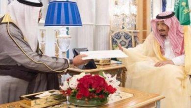 Photo of خادم الحرمين يتسلم رسالة من أمير الكويت