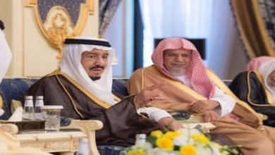 Photo of الملك يستقبل أمراء وعلماء وجمعاً من المواطنين