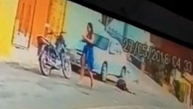 Photo of بالفيديو: تطلق النار على زوجها بعدما ضبطته برفقة امرأة أخرى