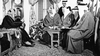Photo of من ذاكرة الماضي.. صورتان للملك المؤسس مع مستشاريه