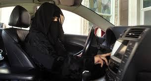 "Photo of بالفيديو.. سيارة إسعاف لـ""النساء فقط"" في السعودية"