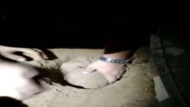 Photo of بالفيديو: انتشال طفلة حية من قبر دفنت فيه 8 ساعات