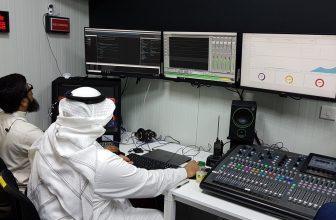 Photo of بالصور.. خلية نحل في غرفة التحكم لبث خطبة عرفة