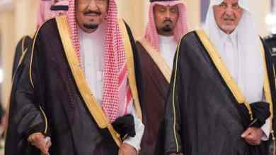 Photo of بالصور: خادم الحرمين يستقبل الأمراء والعلماء والمسؤولين والمواطنين بقصر السلام بجدة
