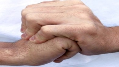 Photo of علاقة (طقطقة) الأصابع والإصابة بالروماتيزم؟.. (النمر) يُجيب