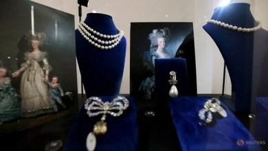 Photo of دبي: عرض مجوهرات أشهر ملكات فرنسا ماري أنطوانيت قبل طرحها في مزاد