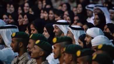 Photo of بالفيديو: تواضع محمد بن زايد بجلوسه بين الحضور.. وتفاجُئ المتحدث