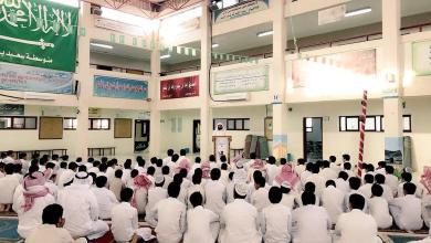 Photo of بالصور: طلاب المدارس يؤدون صلاة الاستسقاء