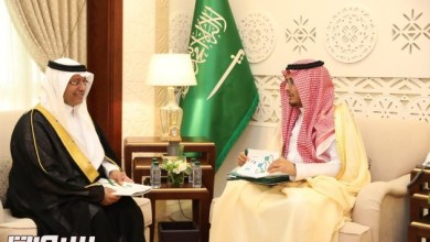 Photo of الأمير أحمد بن فهد بن سلمان يستقبل مدير عام صحة الشرقية
