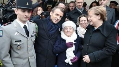 Photo of ميركل لسيدة عجوز: لست زوجة ماكرون