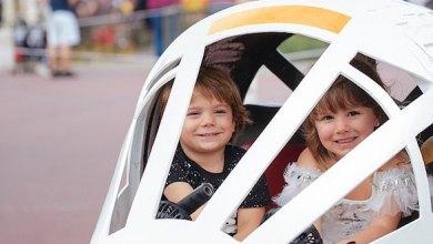 Photo of ديزني توفر عربات مستوحاة من الخيال لزوارها من الأطفال