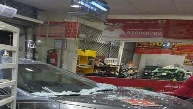 Photo of صور فتاة تهشم واجهة محل العثيم في الرياض