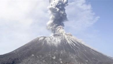 Photo of إندونيسيا: رفع مستوى التحذير من بركان كراكاتاو