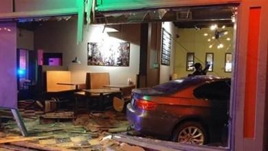 Photo of مطعم تصدمه سيارة للمرة الثالثة هذا العام