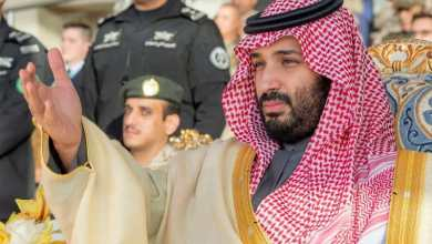 Photo of بالصور: ولي العهد يرعى حفل تخريج طلبة كلية الملك فيصل الجوية ويشاهد عرضاً جوياً للصقور السعودية