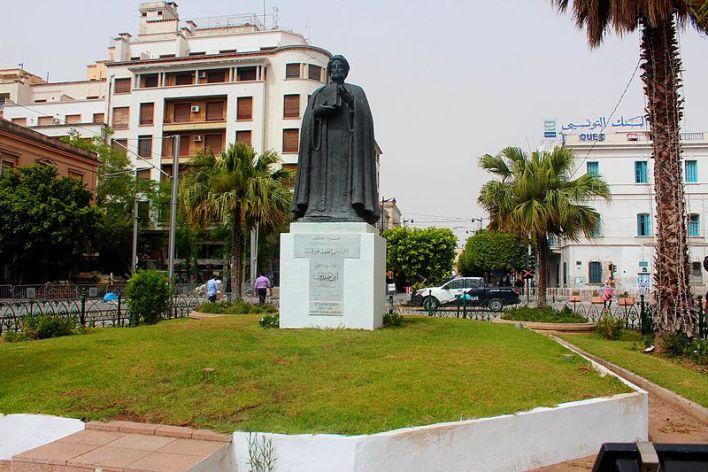 File:Ibn Khaldoun Sculpture-Tunis تمثال ابن خلدون.jpg