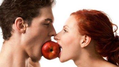 Photo of هل هناك أطعمة تتحكم في علاقتك الزوجية ؟