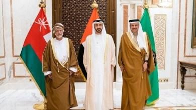 Photo of عبدالله بن زايد يستقبل مسؤولاً عمانياً