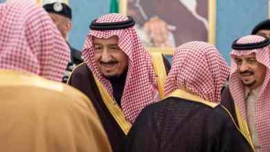Photo of بالصور: خادم الحرمين يستقبل الأمراء ومفتي عام المملكة والعلماء وجمعاً من المواطنين