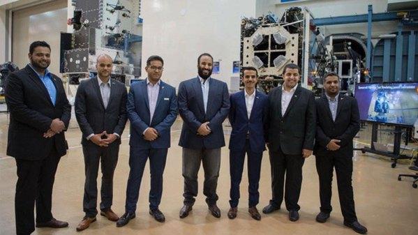 أسماء السعوديون العاملون في قمر فوق هام السحب