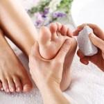 الطريقة الصحيحة لترطيب القدمين , علاج جفاف القدمين