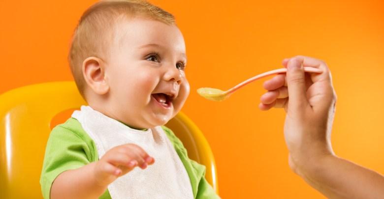 نصائح تغذية الطفل بعمر 6 شهور