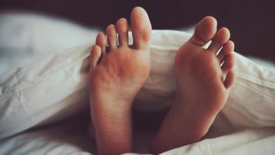 Photo of اسباب حرارة القدمين واليدين عند النوم للكبار والأطفال