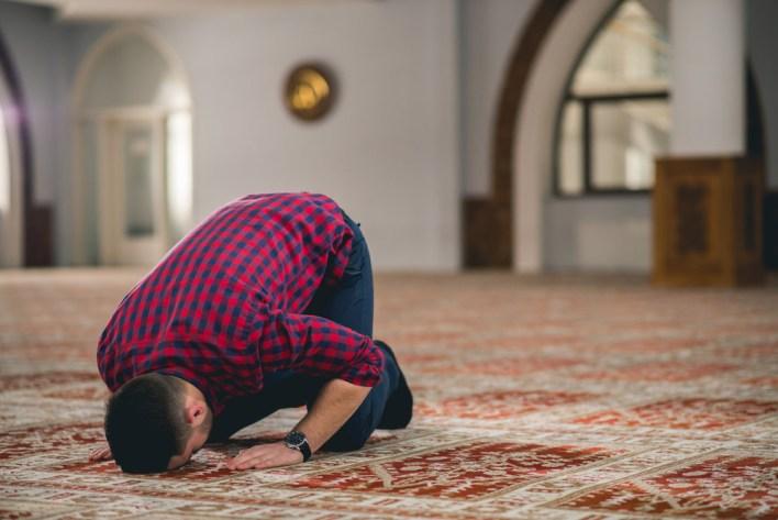 عدد السجدات في القرآن الكريم