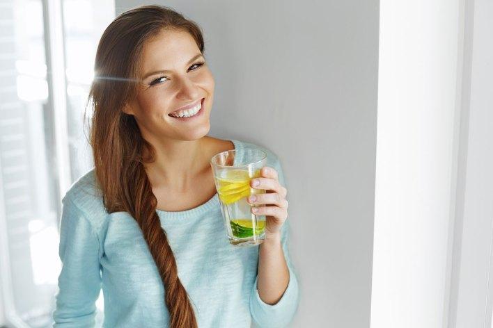 تنظيف الجسم من السموم بالليمون