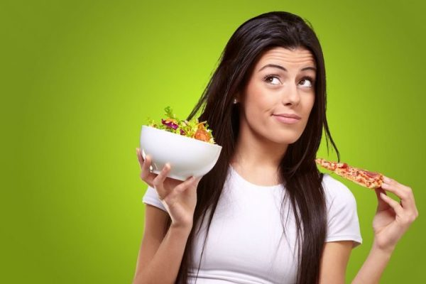 أطعمة ضارة بالمرأة بعد سن الثلاثين