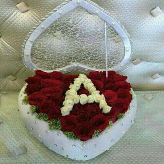 صورة حرف a في قالب قلب من الورود