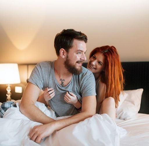 فوائد العلاقة الحميمة في الصباح