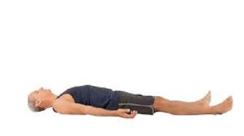 الاستلقاء على الظهر أفضل وضعية للنوم على الظهر