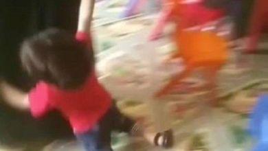 Photo of تفاصيل مصورة عن المرأة التي تسحل الأطفال في حضانة بالمملكة