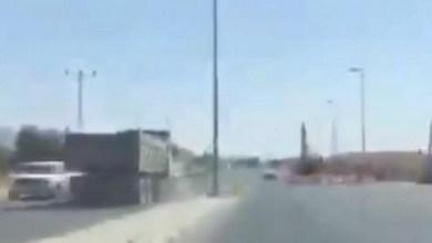 Photo of ضبط سائق شاحنة متهور عكس السير في شارع بنجران | فيديو