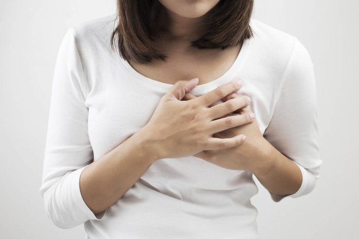 اسباب نغزات الثدي الايمن