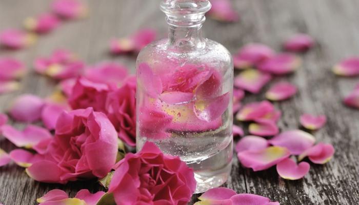 فوائد شرب ماء الورد .