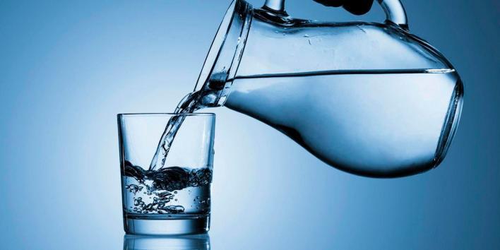 فوائد شرب الماء في الصباح , شرب الماء على معدة فارغة