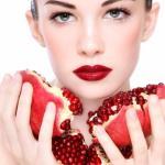 فوائد الرمان للبشرة الدهنية لعلاج مسام الوجه الكبيرة