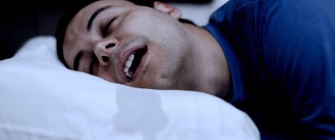 اسباب سيلان اللعاب أثناء النوم وعلاجها